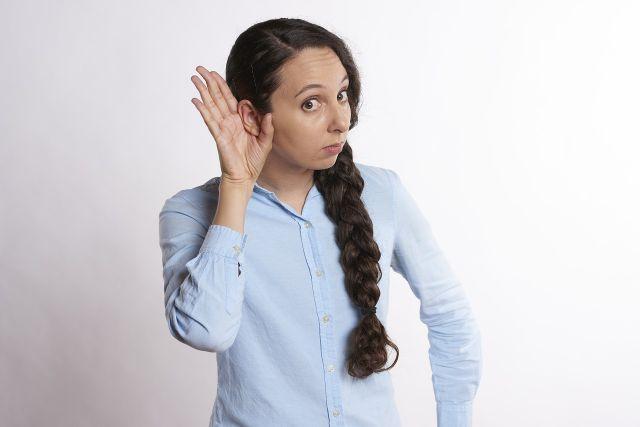 С нарушениями слуха необходимо обращаться к терапевту, который в случае необходимости направит пациента к специалисту узкого профиля – отоларингологу.