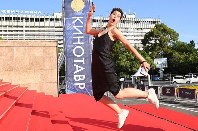 Актриса Ирина Горбачева перед премьерой фильма «Большая поэзия» врамках 30-го Открытого российского кинофестиваля «Кинотавр» вСочи.