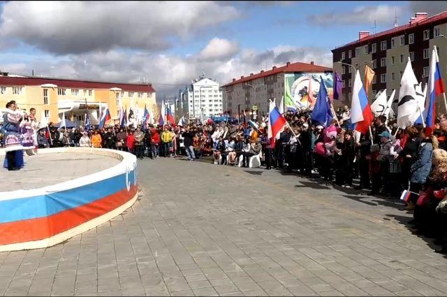 Жители Салехарда встретили День России торжественным концертом
