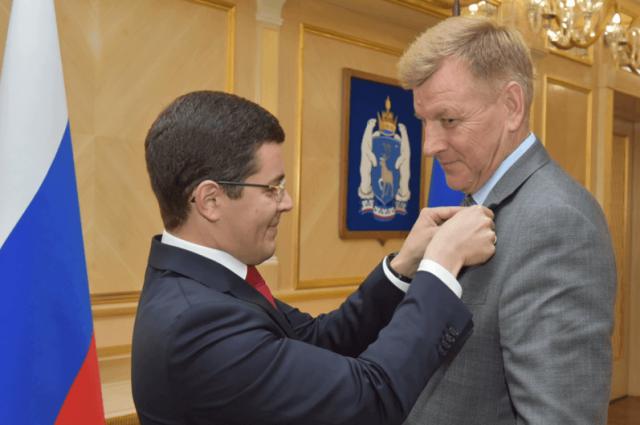 На Ямале почетные звания, благодарности и медали получили 30 человек