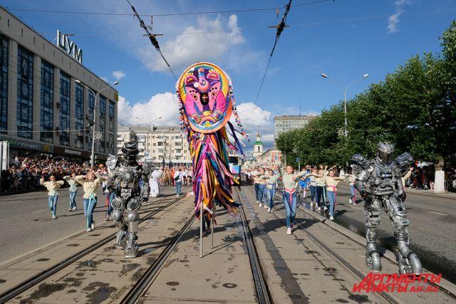 День города в Перми традиционно отмечают карнавальным шествием.