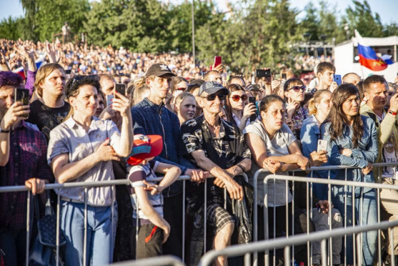 Во время концерта было жарко: и из-за погоды, и из-за искрометных номеров народной артистки.