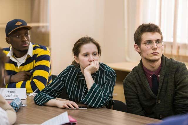 В университете и его подразделениях обучаются порядка 8 тыс. студентов.