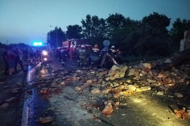 В Неманском районе водитель погиб при столкновении машины со зданием