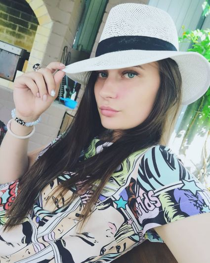 Тюменева Екатерина Сергеевна. 23 года. Высшее образование (ВолГУ). Менеджер по работе с клиентами в ООО