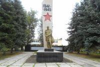 Так после реставрации выглядит памятник жителям села Озёрки (Чердаклинский район),  погибшим в годы Великой Отечественной войны.