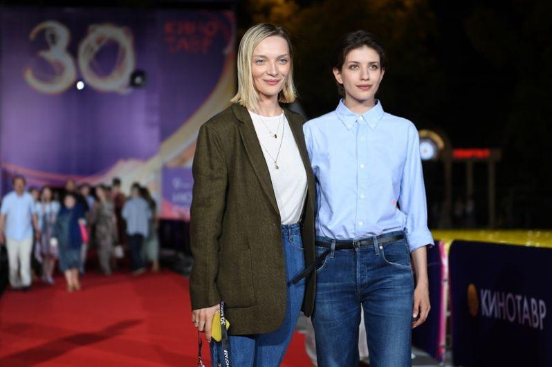 Актрисы Екатерина Вилкова и Анна Чиповская на премьере фильма «Мысленный волк».