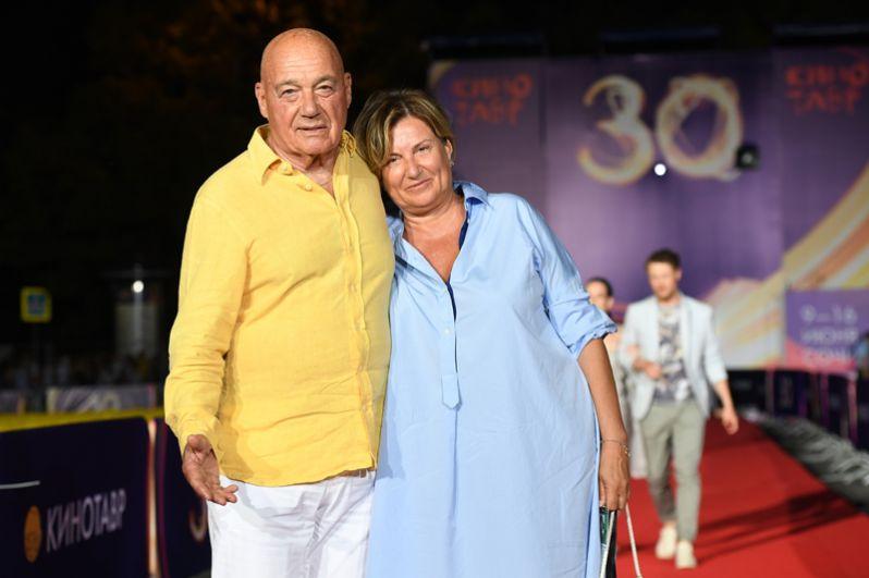 Телеведущий Владимир Познер с супругой Надеждой Соловьевой.