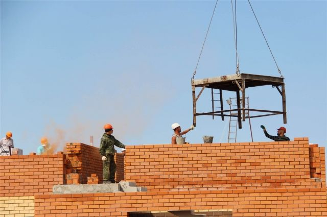 Строителям детского сада в «Новом городе» поручено ускориться и, если надо, работать в три смены.