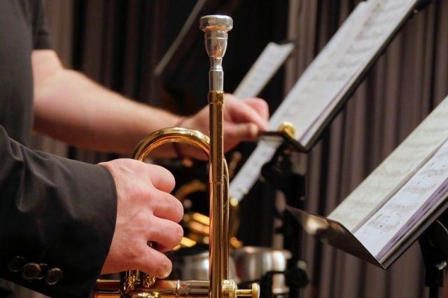 На площади 400-летия Тюмени каждое воскресенье будет играть оркестр