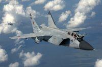 Это были плановые полеты военной авиации — истребители обычно заходят в Новосибирск на дозаправку.