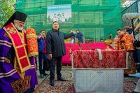 Вячеслав Заренков на крестовоздвижении храма на Песках