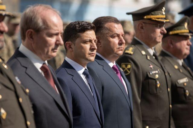 Зеленский почтил память погибших в зоне боевых действий
