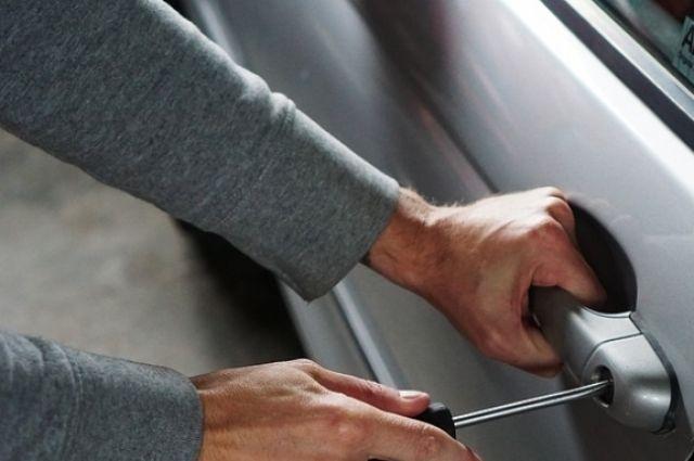 В Оренбурге задержан похититель автомобиля, сдавший машину на металлолом.