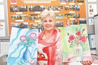 Валентина Ивановна Левенчук, участница «Московского долголетия» и гордость филиала «Кунцевский», показывает свои работы. В любом возрасте можно развить таланты и способности.