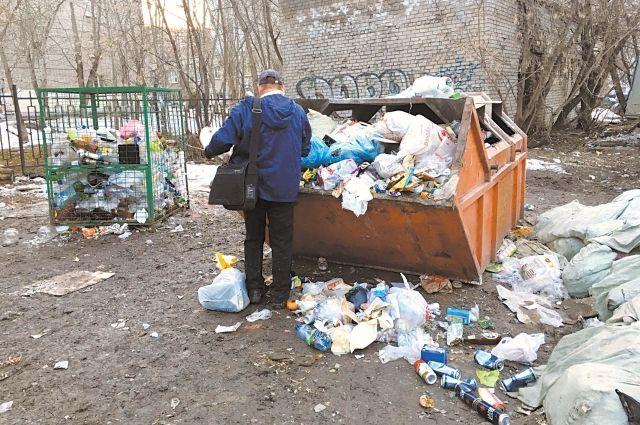 После того, как реформа обращения с ТКО заработает, таких свалок мусора больше не будет. И вывозить отходы будут отовсюду, даже из отдалённых деревень.