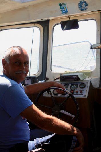 Капитан катера, на котором в море вывезли фотографов и журналистов