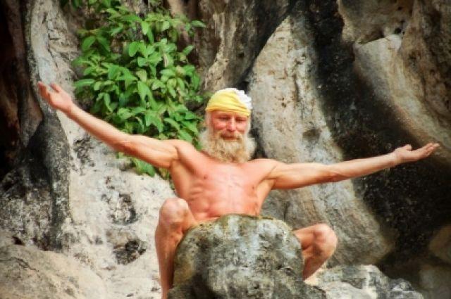 Дед Андроныч уезжает в Таиланд, где тоже показывает свое мастерство