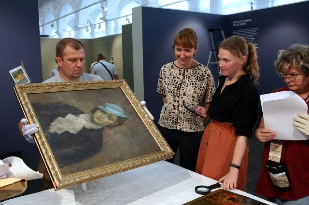 Представлены полотна из Третьяковской галереи.