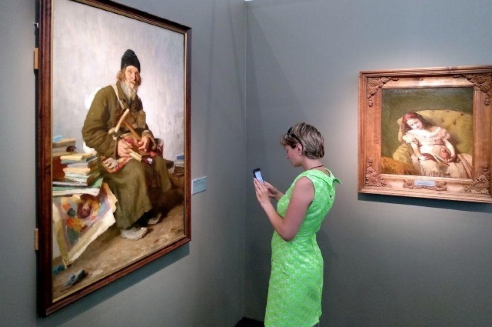 В экспозиции порядка 50 произведений.