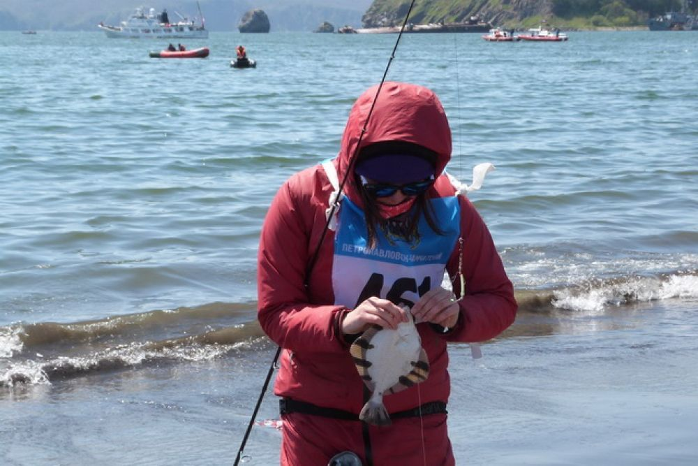 В этом году никто из участников не смог поймать помеченную организаторами рыбу.