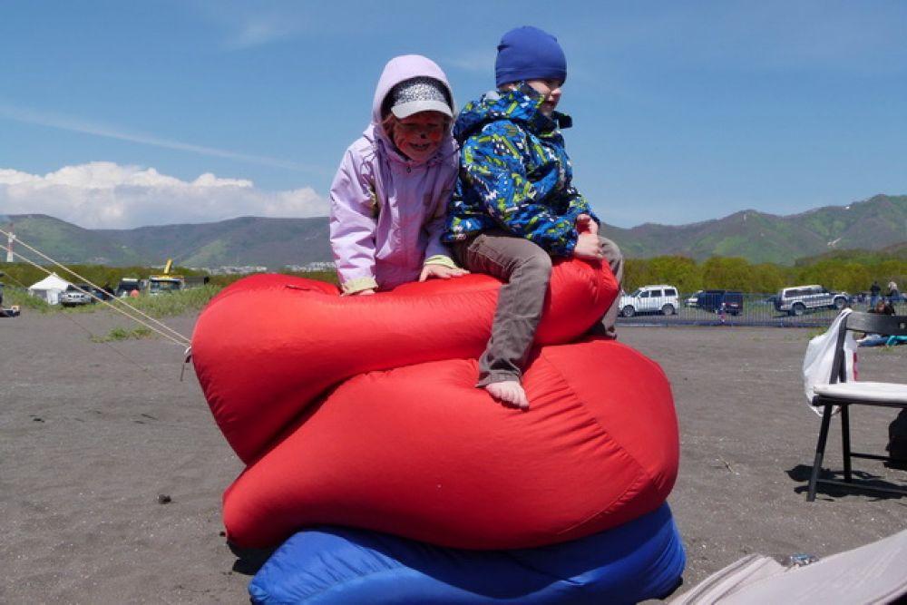 На фестивале работала площадка отдыха с мягкими пуфами.