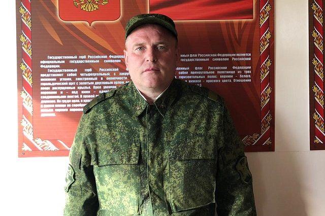 Владимир Ольхов спас девушек от приставаний пьяного мужчины.