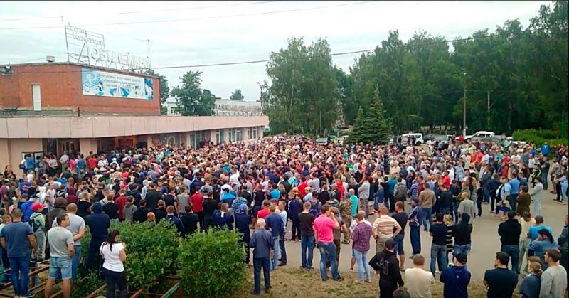 Народный сход в селе Чемодановка.
