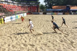 «АиФ.ua» уступил фавориту чемпионата Киева по пляжному футболу