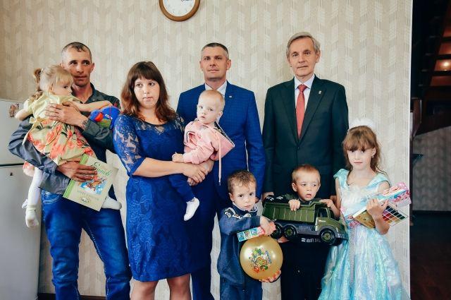 Семья из Аромашевского района будет выращивать кроликов
