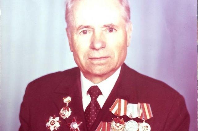 Во время Великой Отечественной войны Алексей Коновалов был начальником медицинской службы пограничного полка.