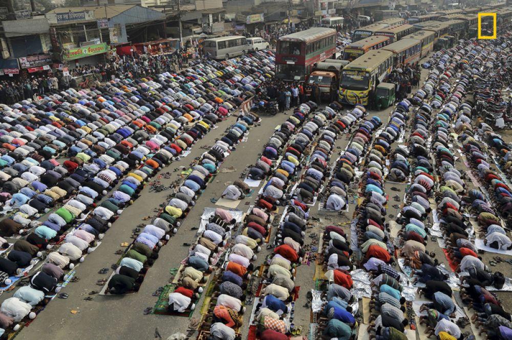 3 место в категории «Города». Всемирный съезд мусульман (Бишва иджитма) на улицах столицы Бангладеша Дакки.