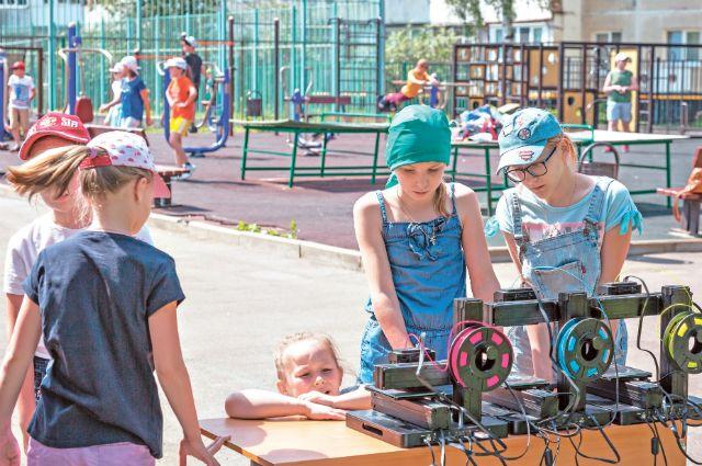 3D-принтер вработе. Очень любопытное ипознавательное длядетей зрелище. Разнообразное дополнительное образование – одна из целей московской программы «Мой район».