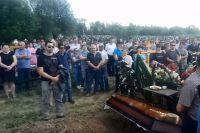 Похороны Владимира Грушина, погибшего в ходе конфликта в Чемодановке.