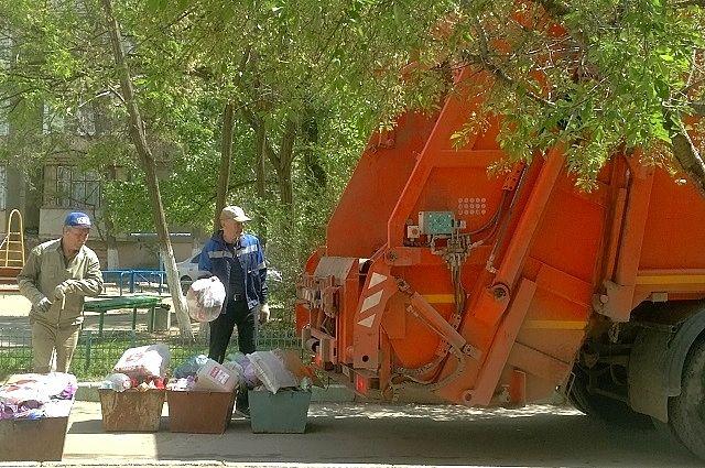 Собственникам предложили доплатить за перегрузку отходов из мусороприемных камер в машины.