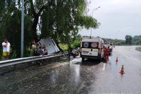 В Винницкой области пассажирский автобус съехал в кювет и перевернулся на боковую часть.
