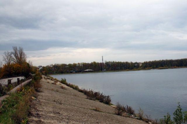 Верховой откос водопроводного сооружения  водохранилища «Ростовское море».