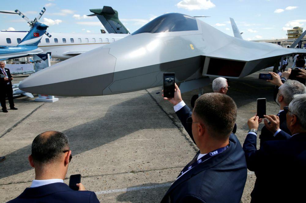 Макет новейшего турецкого истребителя пятого поколения TF-X.