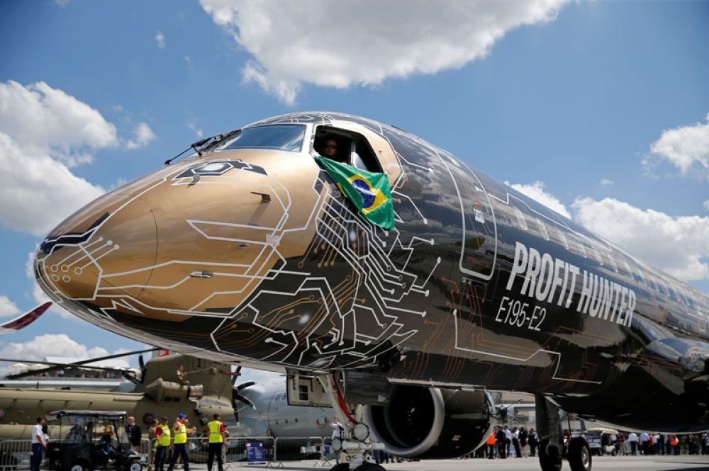 Embraer E195-2.