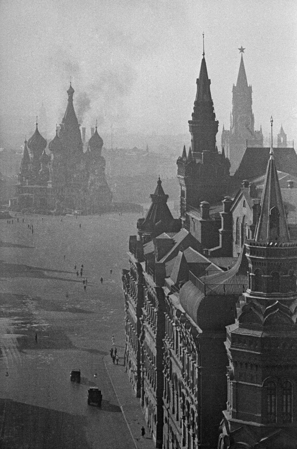 На Красной площади в первые дни войны. Москва, июнь 1941 года.