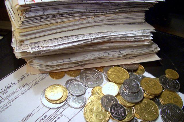 Пеня и отключение горячей воды: как будут бороться с долгами по коммуналке