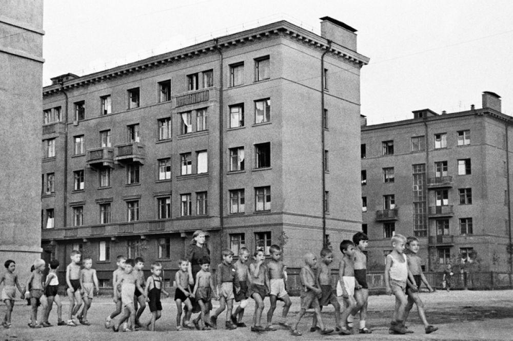 Дети на улицах города. Москва, 23 июня 1941 года.