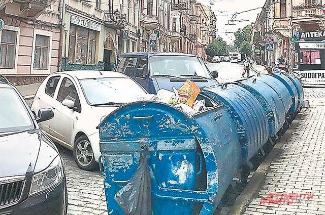 В «маленькой Вене» впечатляют и брусчатка, и мусорные баки.