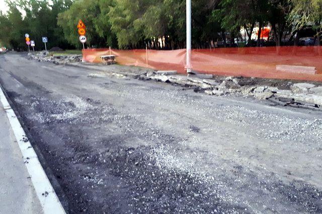 В Тюмени дорожники завершают работу на тротуарах и автобусных остановках