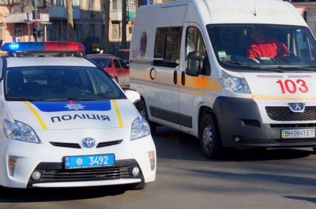 В Николаеве во вторник, 18 июня, автомобиль частной скорой помощи сбил школьницу на пешеходном переходе.