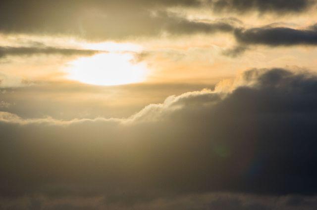Ближайшие несколько суток регион будет находиться в области низкого атмосферного давления, что стимулирует развитие кучево-дождевой облачности.