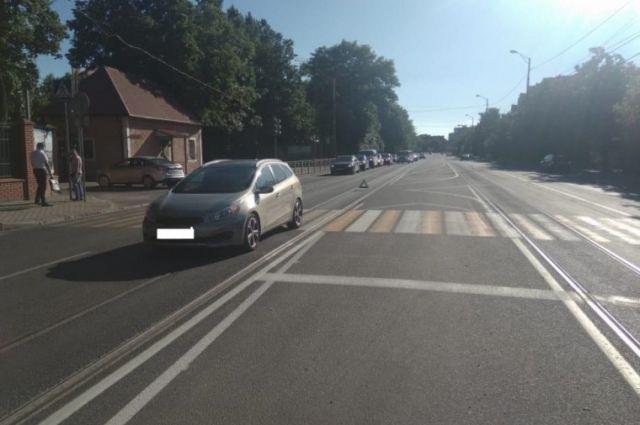 В Калининграде сбили пешехода, переходившего дорогу на зелёный свет