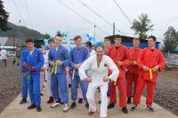 Представители спортивного клуба «ЭРОН» провели на празднике показательные выступления.
