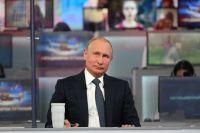 Владимир Путин на прямой линии в 2018 году.