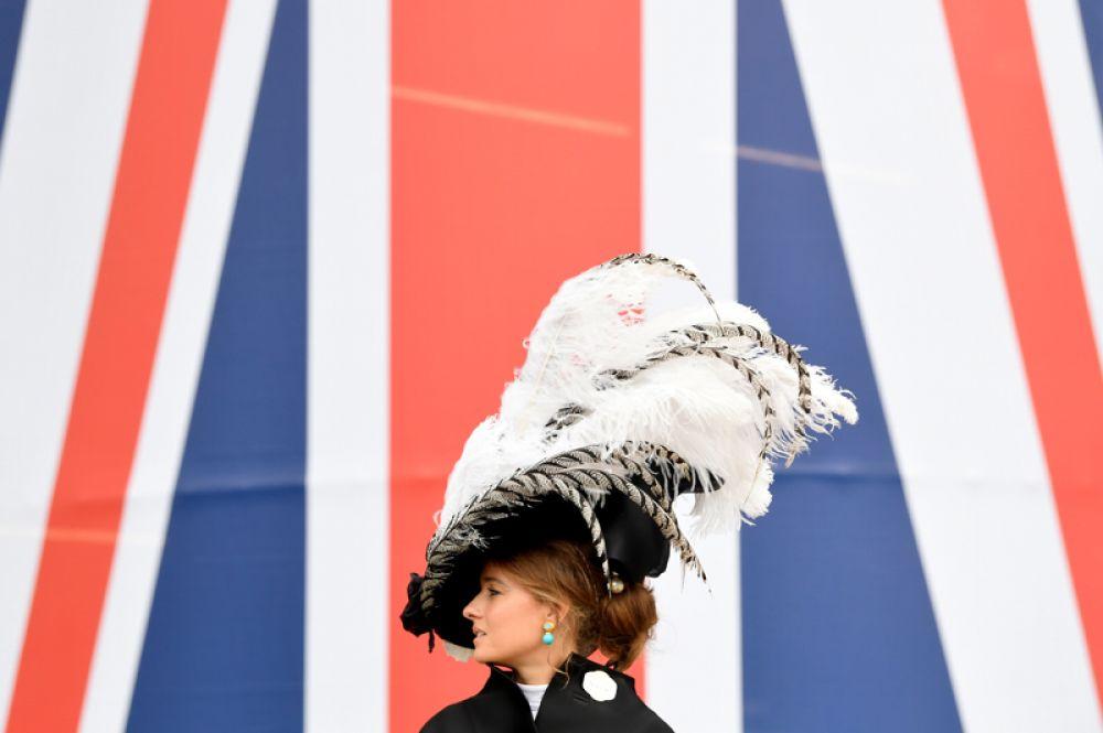 Гостья скачек Royal Ascot.